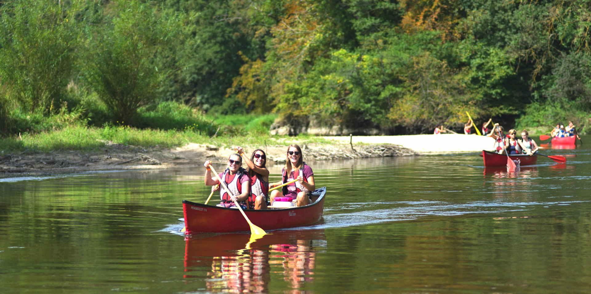 Gruppenfahrt auf der Donau im Kanu